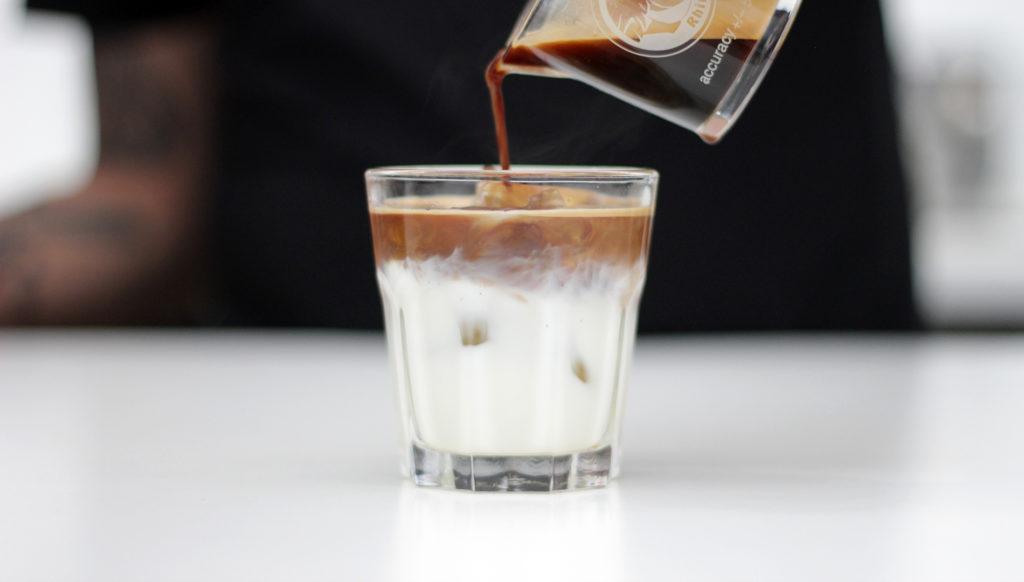 Nie tylko Iced Latte! 4 przepisy na kawy na zimno - HAYB Speciality Coffee